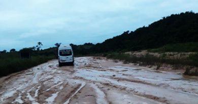 Riacho transborda invade e interdita BR-010 na região de Açailândia no MA