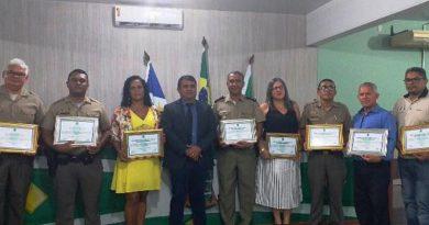 Policiais militares e servidores do Colégio da PM são homenageados pela Câmara de de Araguatins(TO)
