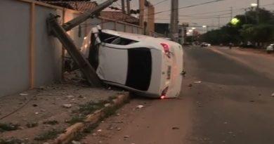 VÍDEO: automóvel descontrolado destrói poste na Avenida Newton Belo, em Imperatriz