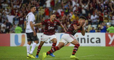 Em jogo eletrizante, Flamengo vence Volta Redonda com golaço no fim