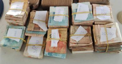 PRF apreende dinheiro e cocaína em painel de veículo na BR-135